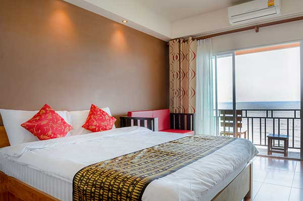 Deluxe Sea View with balcony - King size bed